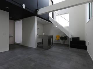 東京で作った狭小住宅 OUCHI-42 石川淳建築設計事務所 ミニマルデザインの リビング 白色
