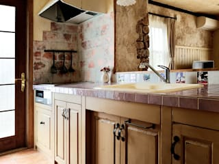 毎日の生活に、喜びと感動を〜N様邸〜 クラシックデザインの キッチン の 有限会社グリーンアンドハウス クラシック