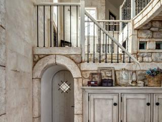 イタリアの路地裏から見た風景を表現〜K様邸〜 クラシックデザインの リビング の 有限会社グリーンアンドハウス クラシック