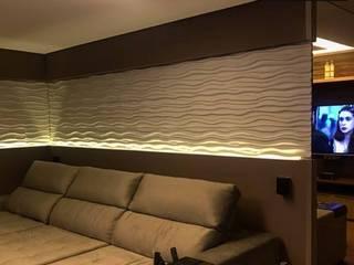 Aline Dinis Arquitetura de Interiores Soggiorno moderno Vetro Ambra/Oro