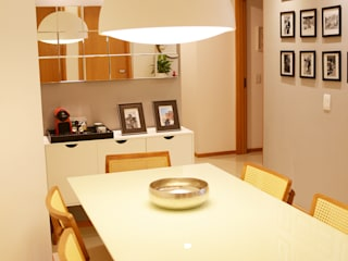 Столовая комната в эклектичном стиле от DV ARQUITETURA Эклектичный