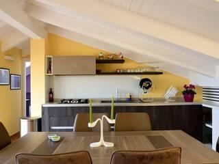 Casa IT 15 Sala da pranzo moderna di CalìArchitetti Moderno