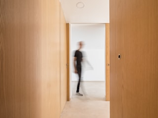 Modern Corridor, Hallway and Staircase by Boost Studio Modern