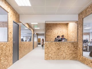 Boost Studio Modern office buildings Plywood Wood effect