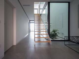 od DonateCaballero Arquitectos Minimalistyczny