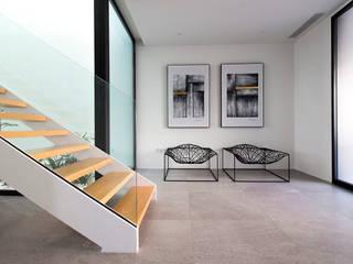 DonateCaballero Arquitectos Minimalistischer Flur, Diele & Treppenhaus