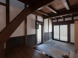 そでしのこみんか: 株式会社 自由工房が手掛けた廊下 & 玄関です。,