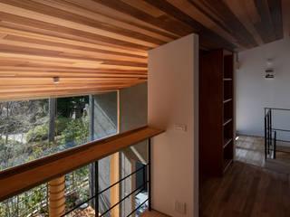 吹き抜け:  井上久実設計室が手掛けた廊下 & 玄関です。