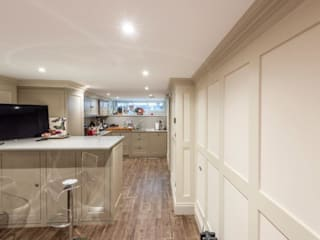 Knightbridge renovation:  Kitchen by Prestige Architects By Marco Braghiroli