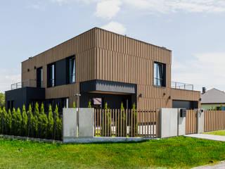 Bryła domu jednorodzinnego pod Warszawą: styl , w kategorii  zaprojektowany przez ZONA Architekci Architekt Poznań, projektowanie wnętrz,