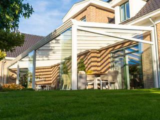 Alu / Holz Terrassenüberdachung / Wintergarten Moderner Balkon, Veranda & Terrasse von steda - So muss das! Modern
