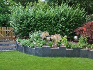 JARDIN EN RELIEF - Trois espaces de vie dans 75m2 Jardin moderne par Sophie Durin | Empreinte Paysagère Moderne