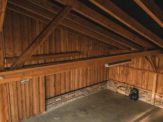 Wagenremise / Gartenremise Rustikale Garagen & Schuppen von steda - So muss das! Rustikal