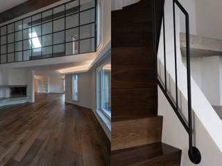 Wohnen mit Glasstrennwand aus Stahl:  Wohnzimmer von Raumtakt GmbH