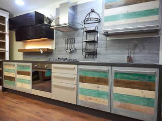 Cucina eco vintage: Cucina attrezzata in stile  di nuovimondi di Flli Unia snc