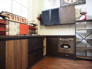 Cucine in stile industrial: Cucina attrezzata in stile  di nuovimondi di Flli Unia snc