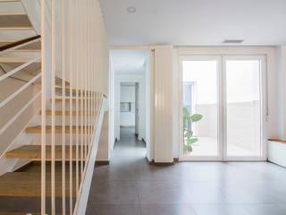 Minimalist dining room by DonateCaballero Arquitectos Minimalist