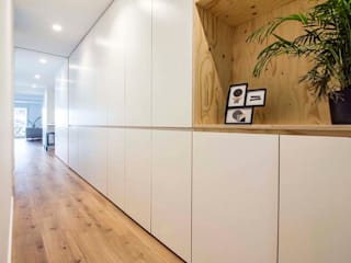DonateCaballero Arquitectos Moderner Flur, Diele & Treppenhaus