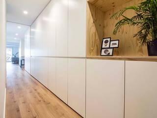 Modern corridor, hallway & stairs by DonateCaballero Arquitectos Modern