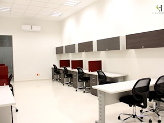 Centro de formación empresarial para Cámara de Comercio de Guadalajara Escuelas de estilo moderno de Helicoide Estudio de Arquitectura Moderno