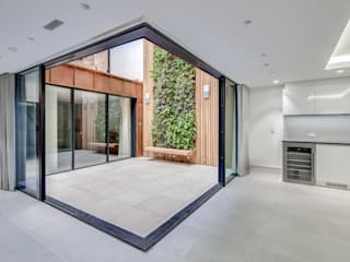 Welbeck Street di IQ Glass UK Moderno