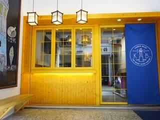 Столовая комната в азиатском стиле от 司創仁和匯鉅設計有限公司 Азиатский
