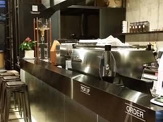 로스터리 카페 로스팅힐 2st: 모노웍스의  바 & 카페,인더스트리얼