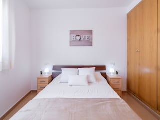 Camera da letto in stile  di Home Staging Tarragona - Deco Interior
