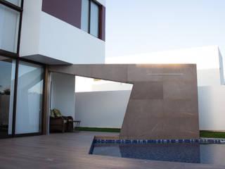 Residência Alphaville - SG: Piscinas  por Eleve Arquitetura,Moderno