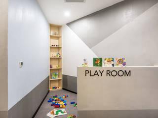 極簡主義的精品健身會所:  嬰兒/兒童房 by On Designlab.ltd