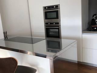 SteellArt Cocinas de estilo moderno Hierro/Acero Blanco