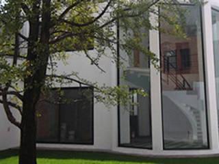 BP construcciones & acabados Rumah Modern
