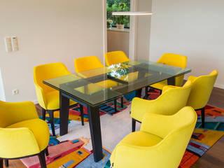 Robial Salas de jantar tropicais por Designer's Mint Studio Tropical