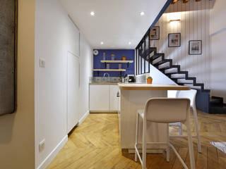 Rénovation complète d'un appartement en plein coeur de Lyon.: Cuisine de style  par Tiffany FAYOLLE