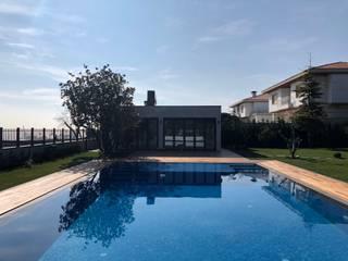 Infinity pool von Pool Office Havuzculuk, Modern