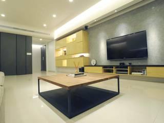 現代簡約風 现代客厅設計點子、靈感 & 圖片 根據 昕益有限公司 現代風
