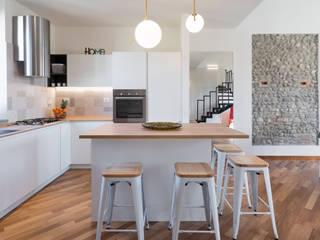 Modern kitchen by B+P architetti Modern