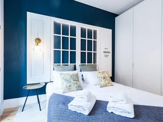 Quarto - Janelas de S. Bento, Porto - SHI Studio Interior Design: Quartos pequenos  por SHI Studio, Sheila Moura Azevedo Interior Design,Escandinavo