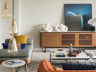 VIVIENDA JOSEP BERTRAND: Salones de estilo  de The Room Studio