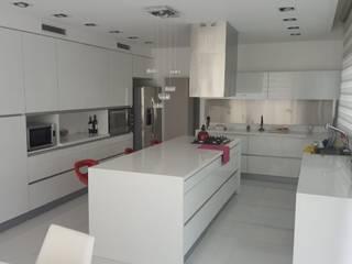 Arquitectura general: Cocinas a medida  de estilo  por Mariano Meza Leiz,Moderno