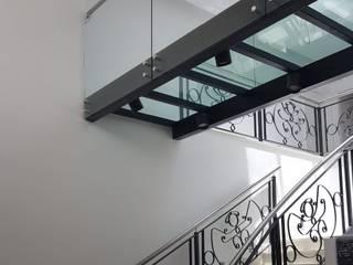 Arquitectura general: Escaleras de estilo  por Mariano Meza Leiz,Moderno