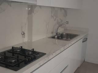 Arquitectura general: Cocinas pequeñas de estilo  por Mariano Meza Leiz