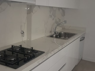 Arquitectura general: Cocinas pequeñas de estilo  por Mariano Meza Leiz,Moderno