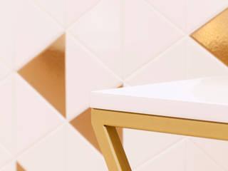Detalles dorados: Espacios comerciales de estilo  de Dimeic
