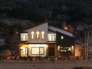 Casas modernas: Ideas, imágenes y decoración de 윤성하우징 Moderno