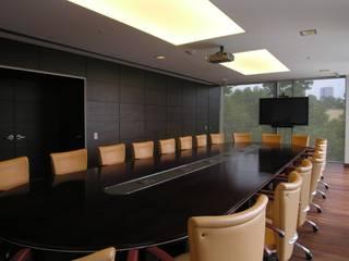 OFICINAS: Estudios y oficinas de estilo  por VITAL SISTEMAS E INSTALACIONES
