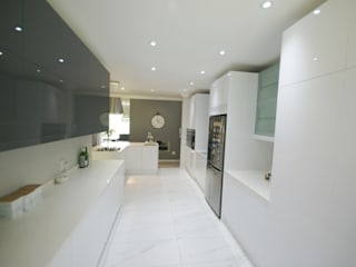 Mixing Glass with High Gloss - Modern & Elegant by Signature Kitchens