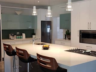 High Gloss Kitchen - Elegant yet practical :   by Signature Kitchens