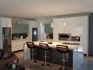 High Gloss Kitchen - Elegant yet practical : modern  by Signature Kitchens, Modern
