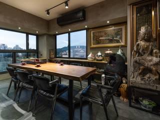 Salas de entretenimiento de estilo moderno de NO5WorkRoom Moderno